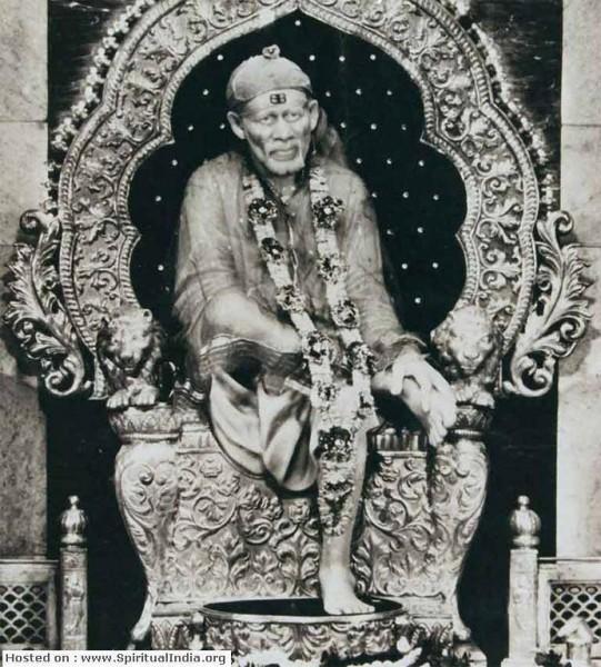 Sai Baba idol on Samdhi temple shirdi-old picture